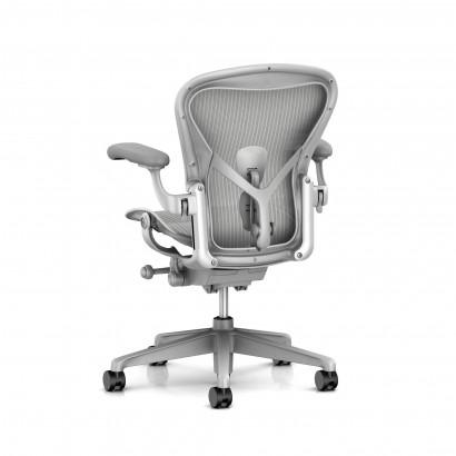 Höhenverstellbarer Schreibtisch, weißes Gestell und eine Tischplatte in Walnuss - Premium