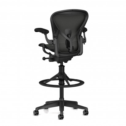 Höhenverstellbarer Schreibtisch, schwarzes Gestell und eine weiße Schreibtischplatte - Premium