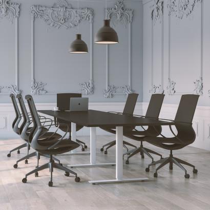 Höhenverstellbarer Schreibtisch, schwarzes Gestell und eine hellgraue Tischplatte - Premium