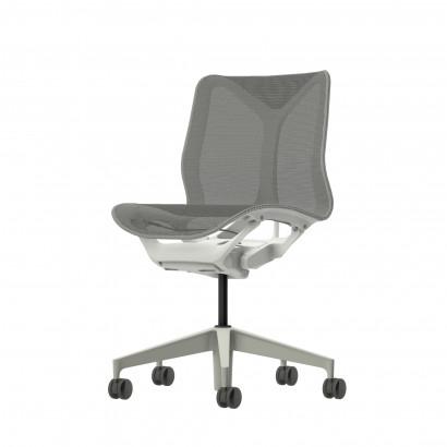 Höhenverstellbarer Schreibtisch in Eckform, weißes Gestell und eine Tischplatte in Walnuss - Premium