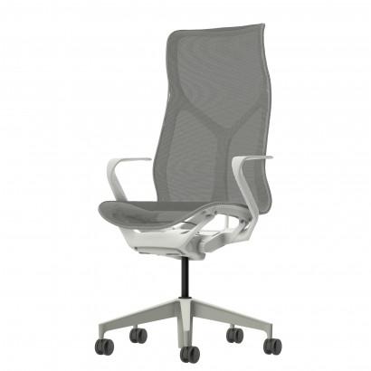 Höhenverstellbarer Schreibtisch in Eckform, schwarzes Gestell und eine Tischplatte in Birke - Premium