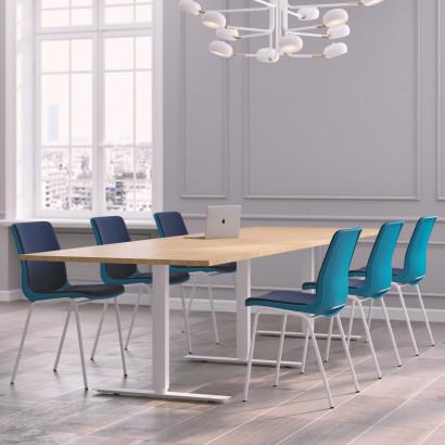 Höhenverstellbarer Schreibtisch in Eckform, silbernes Gestell und eine Tischplatte in Eiche - Premium
