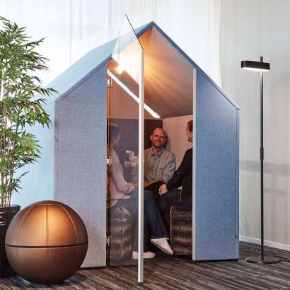 The Hut med frontskärmar och dörr, Ljudabsorberande rum